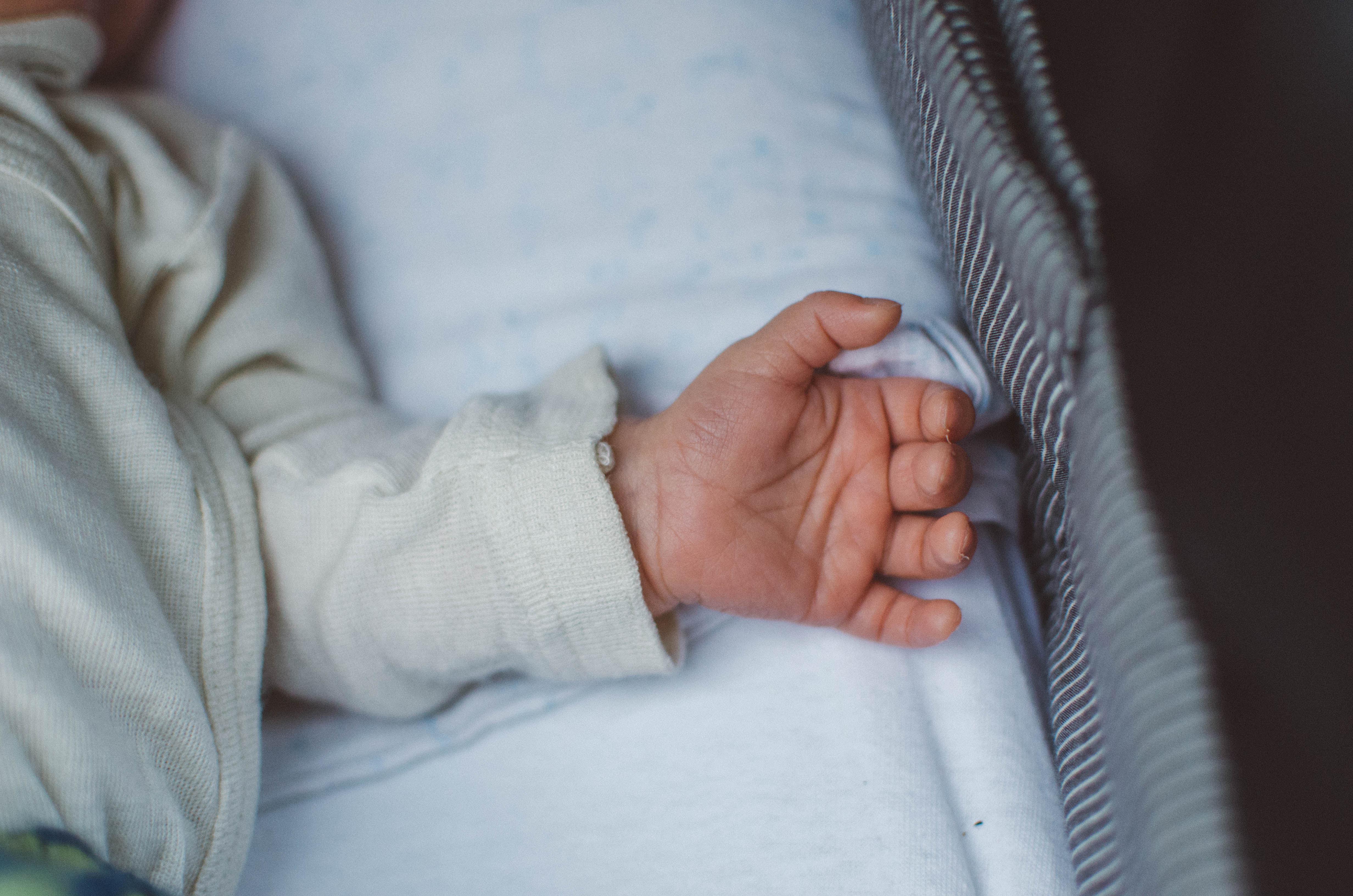 chenbett Fotoshooting Babyfotos Newborn Berlin DSC_8635