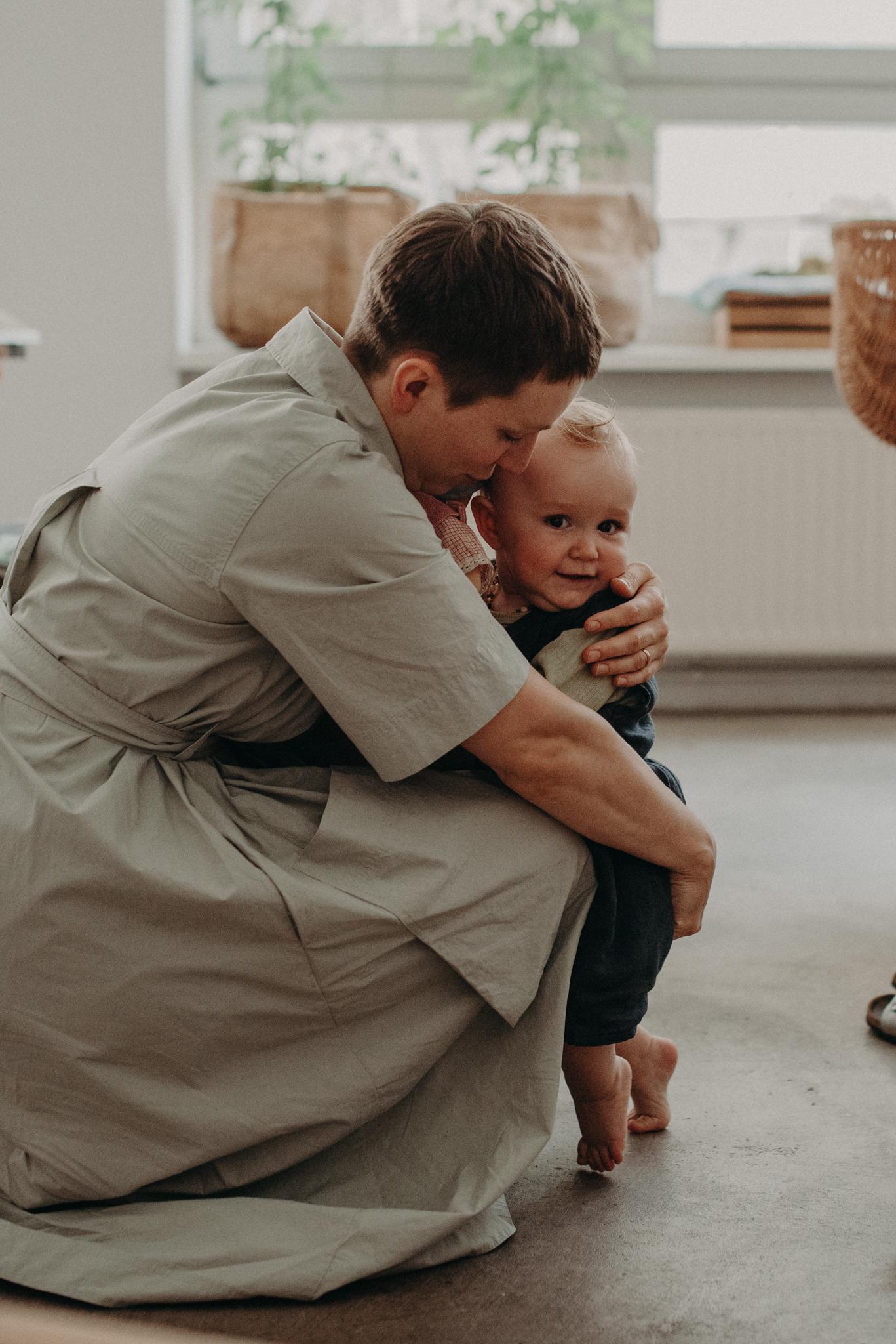 Natürliches Mutter Kind Portrait Zuhause, babyfotograf basel