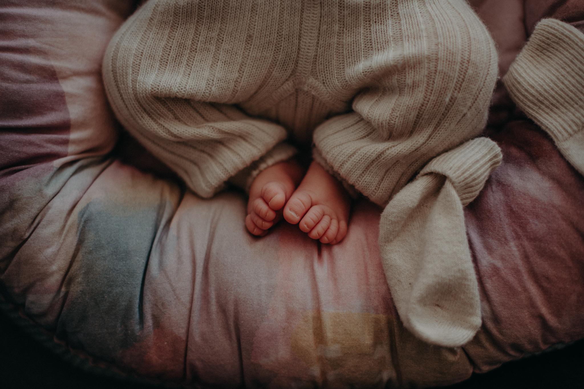 Neugeborenenfoto von Babyfüßen entstanden bei Neugeborenenfotoshooting in Freiburg