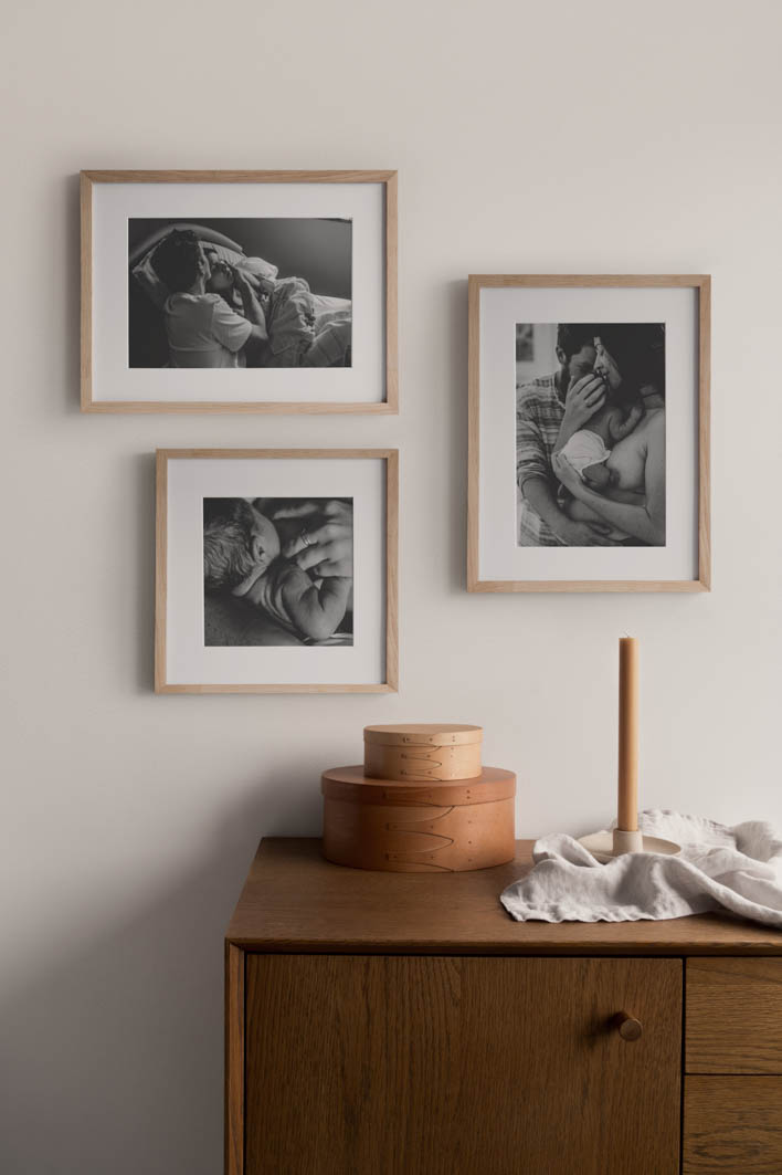 Gallery Wall mit schwarz weiß Familienfotos von Fotografin Marcia Friese aus Basel Freiburg