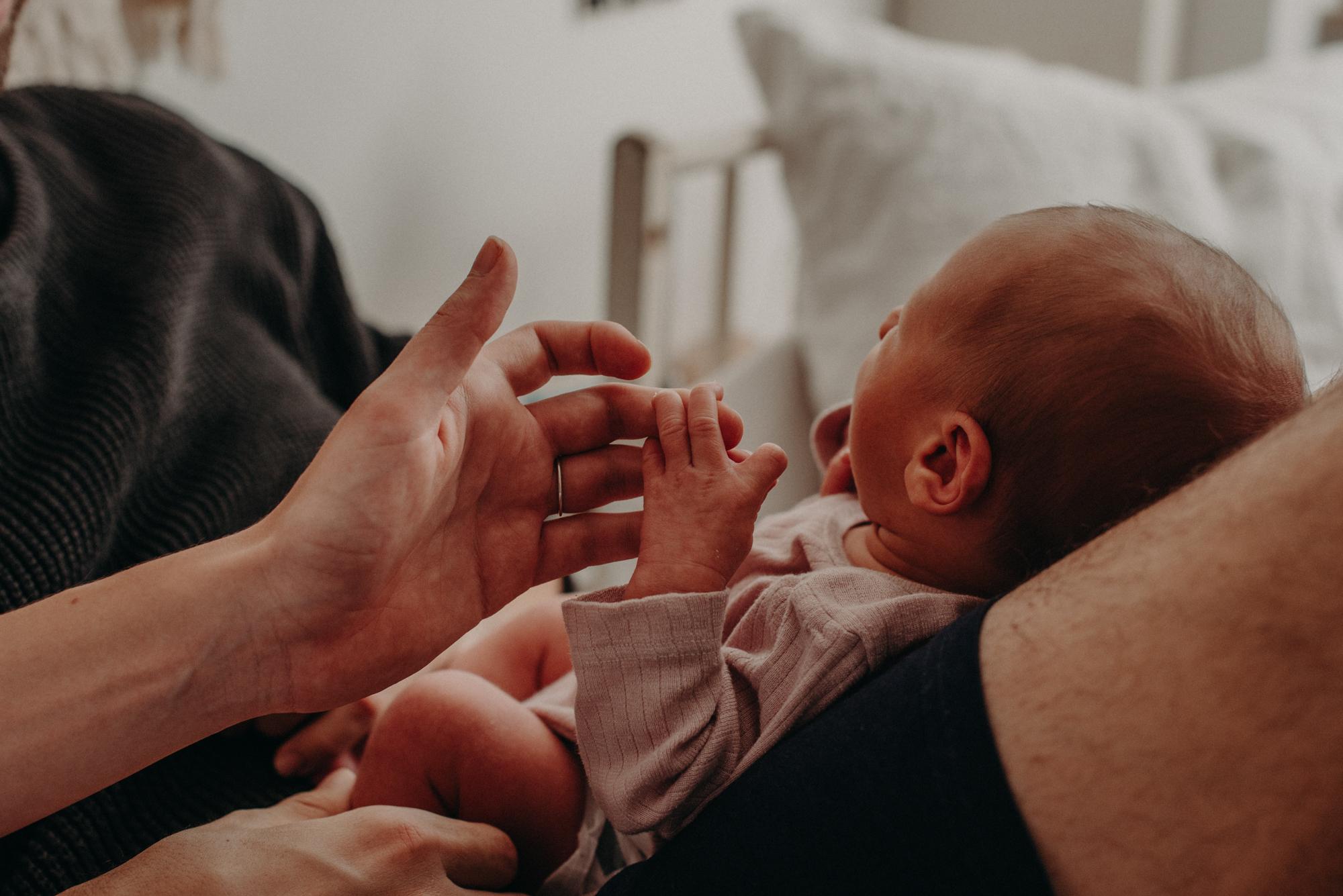 Babyfoto Babyhand, Blogpost Babyfotoshooting selber machen, Fotografin Freiburg