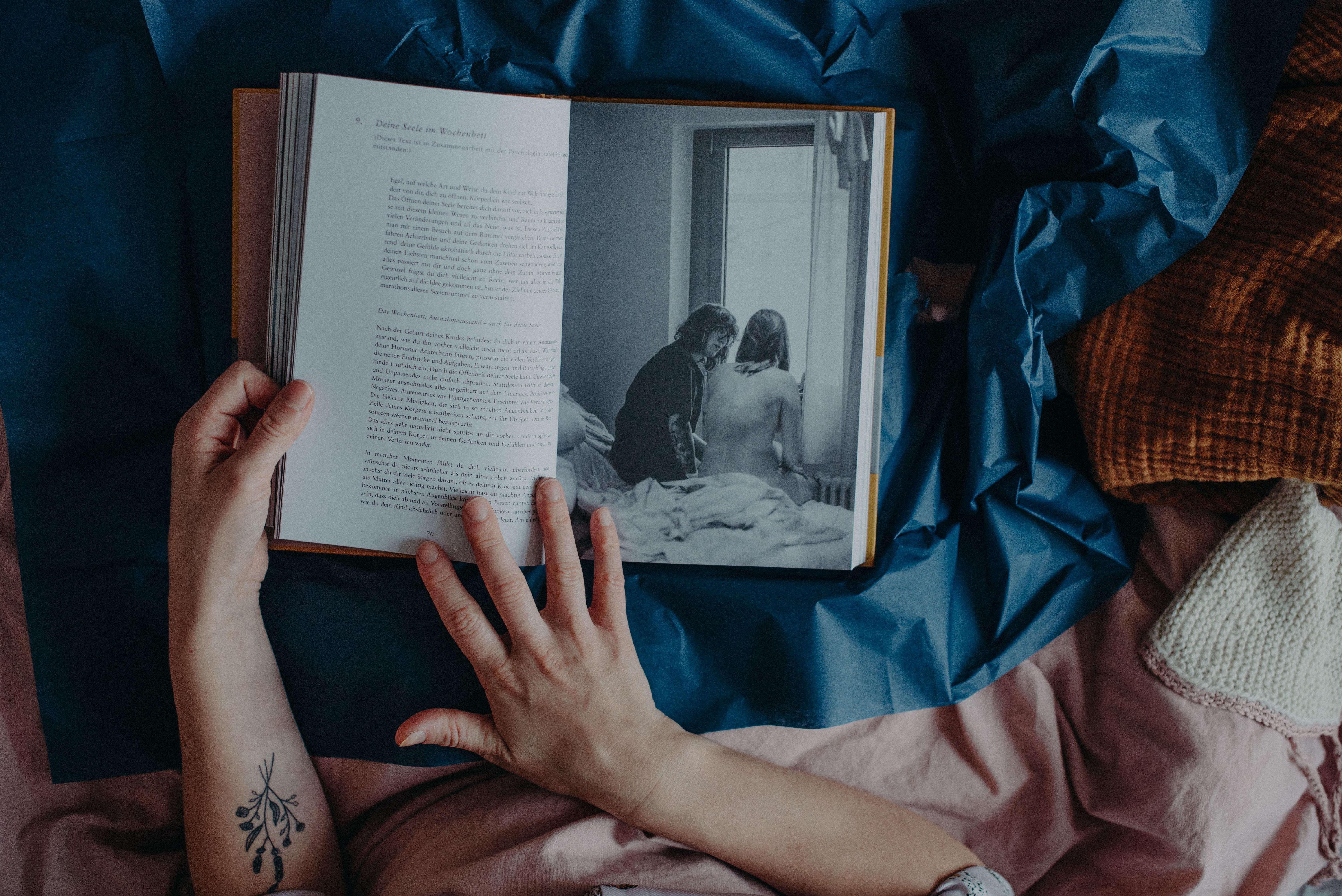 Das Wochenbett Buch Mutter werden, Geschenk zur Geburt, Fotografin Freiburg Marcia Friese